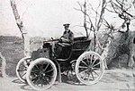 Gustave Leys vainqueur de Périgueux-Mussidan en 1898 sur Panhard 6 hp (peu avant le départ).jpg