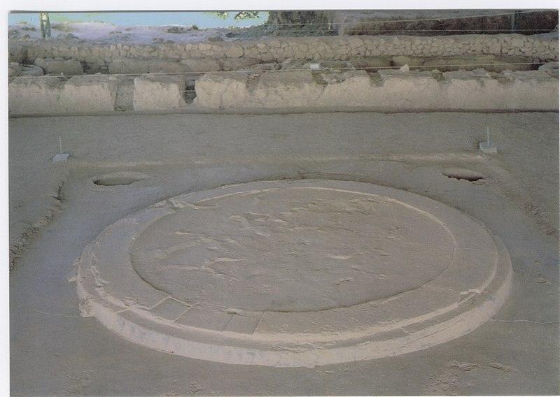 File:Hearth of the megaron of Pylos.jpg