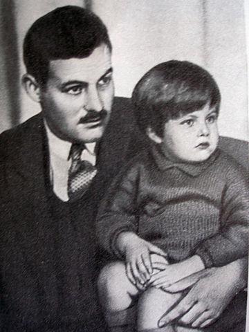 Эрнест Хемингуэй с сыном Бамби, 1926 год