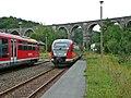 Hetzdorf- Zugkreuzung unter dem Hetzdorfer Viadukt - geo.hlipp.de - 9284.jpg