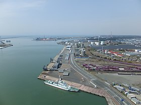 High-angle view of the Port of Akita 20180422.jpg