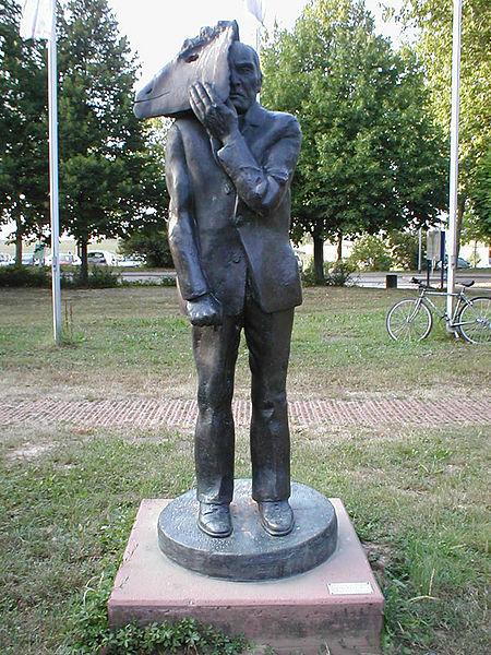 File:Hn-mattheuer-mann-mit-maske-1983.jpg