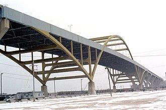 Hoan Bridge - Image: Hoan Bridge 12042005