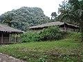 Holzhäuser (Äquatorialguinea).jpg
