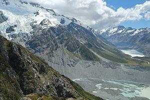 Sealy Tarns - Image: Huddleston Glacier above Mueller Glacier terminus