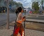 Human extinguishing her fire staff in Brussels (DSC 4251).jpg
