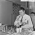 IBM schaaktoernooi, Donner (steekt sigaret op), Bestanddeelnr 917-9839.jpg