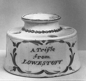"""Lowestoft Porcelain Factory - Souvenir inkstand, c. 1780, """"A Trifle from Lowestoft"""""""