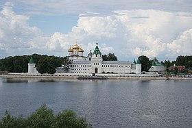 Вид со стороны старого русла реки Костромы