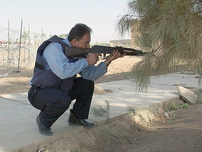الموسوعة الأكبر لصور و فيديوهات الجيش العراقي 2 - صفحة 2 800px-Iraqi_Policeman