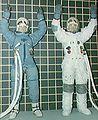 Irwin i Bull testują kombinezony kosmiczne S68-15931.jpg