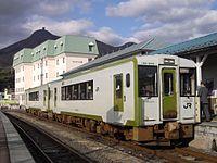 JR East KiHa 100-205 Ominato Station 20091025.jpg