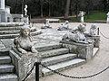 Jardin El Capricho Sfinxs at Plaza de los Emperadores05.jpg