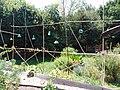 Jardins Rocambole, Corps-Nuds, France, 7-2019, recyclage de pièces de verre colorées en jardin potager.jpg