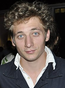 Jeremy Allen White, AT&T Center, 2013.jpg