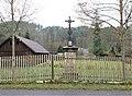 Kříž v zahradě domu 72 ve Všemilech (Q105003534).jpg