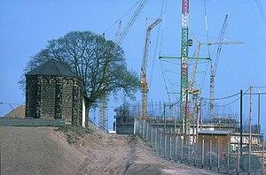 Mülheim-Kärlich Nuclear Power Plant - Image: KKW Baustelle Mülheim Kärlich 1976 04 05 (3) u. Kapelle Foto Sp
