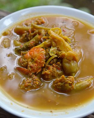 Kaeng som - Kaeng som kung dok khae is a version with shrimps and dok khae, the flowers of the Sesbania grandiflora