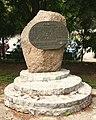 Kamien pamieci poswiecony jencom obozu hitlerowskiego - Lancut.jpg