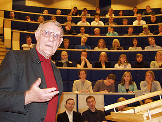 Linnaeus University - Ingvar Kamprad, founder of IKEA, holding a lecture for a group of students at Växjö University