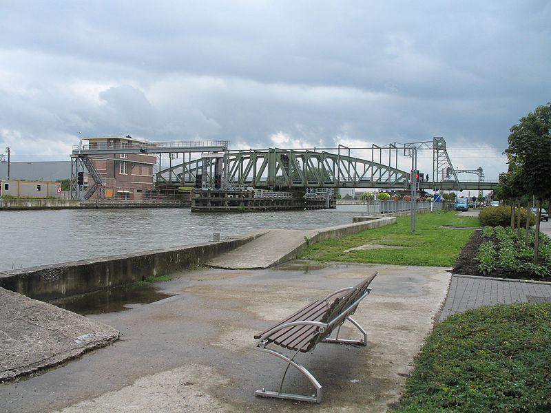 Railway bridge over the Brussels-Scheldt canal