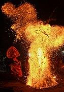 Kandanaar kelan theyyam at Peeleri vayanattukulavan kaavu 11.jpg