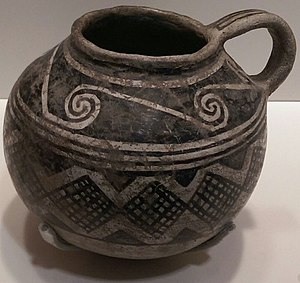 Ceramics of indigenous peoples of the Americas - Black-on-white jar, ca. 1100-1300, from Kayenta, Arizona, on display at the California Academy of Sciences