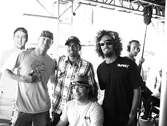 Kelly Slater - Image: Kelly Slater with surfers and fans