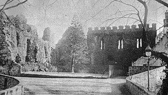 Kerelaw House - Image: Kerelaw castle Livingston's Laburnum