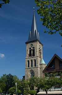 Kirche St. Cyriakus Salzbergen, Frontansicht, Juli 2013.jpg