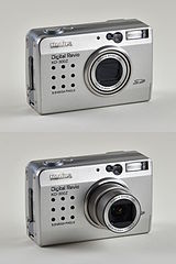 Konica Digital Revio KD-300Z, comparison of open and closed state.jpg