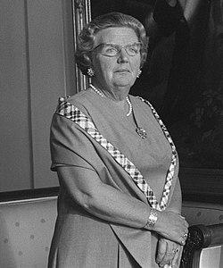 Koningin Juliana heeft op paleis Soestdijk B.M. Leito beëdigd als gouverneur van, Bestanddeelnr 923-6352 (crop).jpg