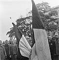 Kranslegging door bevrijde Franse politieke gevangenen op het graf van de Onbeke, Bestanddeelnr 900-2608.jpg