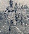 L'Allemand Rudolf Harbig vainqueur du 800 mètres devant le français Jacques Lévèque (à D.), aux championnats d'Europe de 1938 à Colombes.jpg