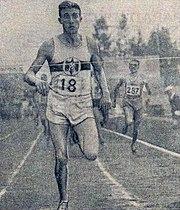 L'Allemand Rudolf Harbig vainqueur du 800 mètres devant le français Jacques Lévèque (à D.), aux championnats d'Europe de 1938 à Colombes