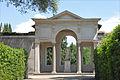 La loggia dite de Cléopatre dans le jardin de la villa Médicis (Rome) (5841808300).jpg