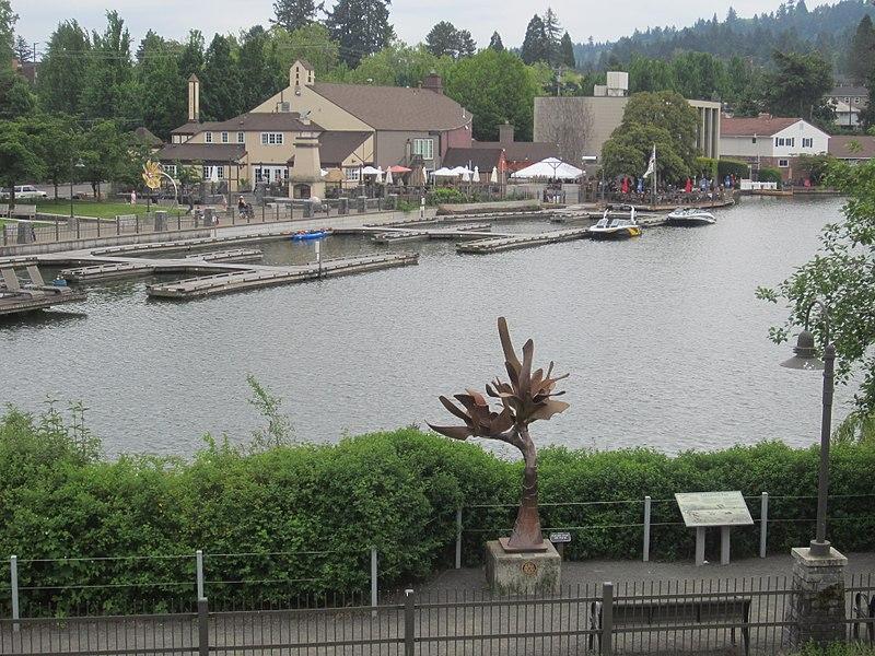 File:Lake Oswego, Oregon (2018) - 29.jpg