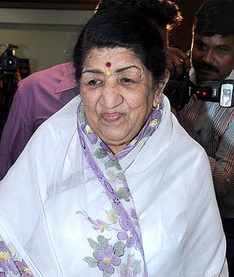 Lata Mangeshkar - Mangeshkar at the Dinanath Mangeshkar Awards announcement in 2013