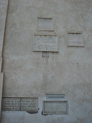 Piazza della Minerva - Memorials to the flooding of the River Tiber between 1422 and 1598