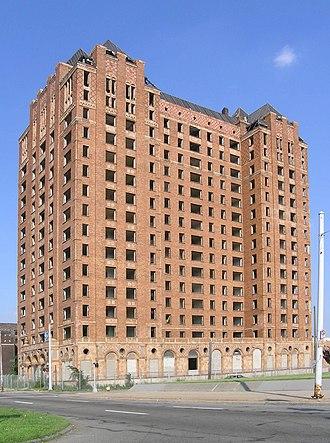 Grand Boulevard (Detroit) - Image: Lee Plaza Detroit