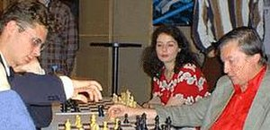 Peter Leko - Leko analyses with Karpov, Dortmund 1999