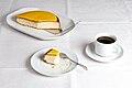 Lemon Sponge cake Citronhalvmåne.jpg