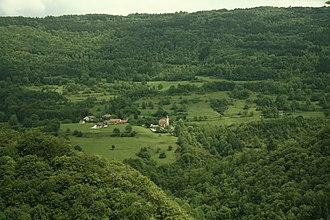 Aranc - Pézières: a view of Montgriffon Castle