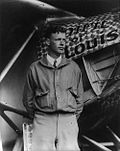 O aviador Charles Lindbergh co seu avión o Spirit of St. Louis