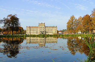 Ludwigslust Palace - Ludwigslust: the entrance front reflected in its basin