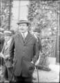 M(aurice) de Rothschild (propriétaire de Doniazade, pouliche de course vainqueur du prix de Diane, le 5 juin 1921, à Chantilly) - (photographie de presse) - (Agence Rol).png