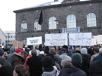 2008–2011 Icelandic financial crisis - Some of the 6000 protesters in front of the Alþingishús, seat of the Icelandic parliament, on 15 November 2008.