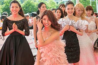 E-girls - Image: MTV VMAJ 2014 E Girls