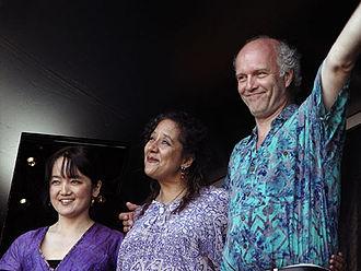 Makiko Hirabayashi - Makiko Hirabayashi Trio, Marilyn Mazur (d), Klavs Hovman (b)