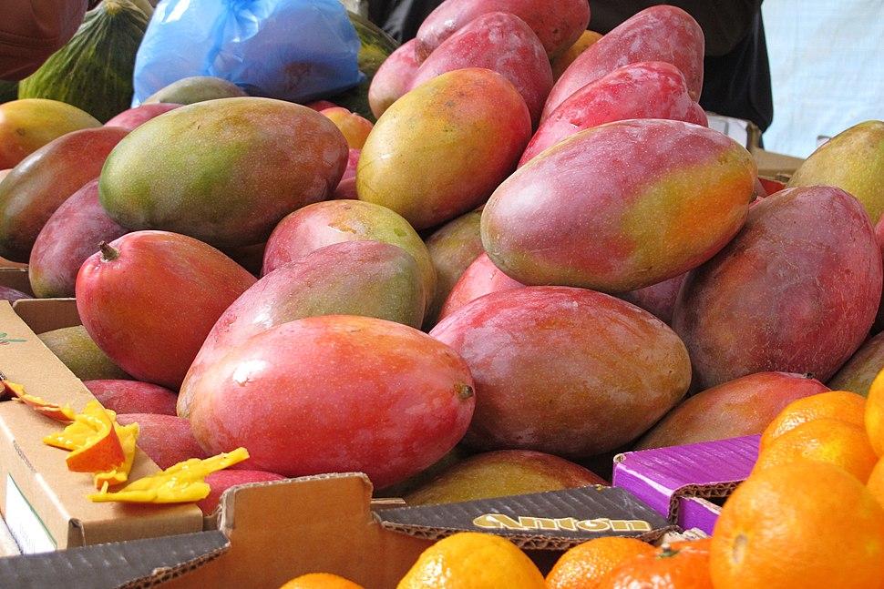 Mangoes in Paris farmer's market